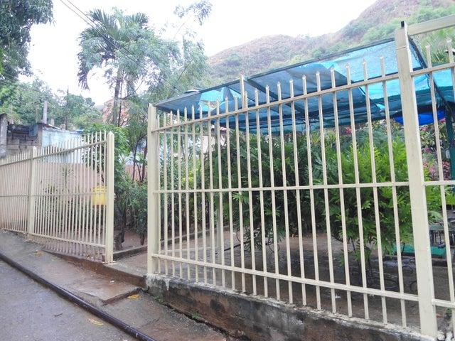 Casa En Venta En Maracay - La Pedrera Código FLEX: 18-5411 No.1