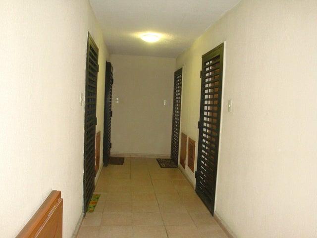 Apartamento En Venta En Maracay En Avenida Fuerzas Aereas - Código: 18-6322