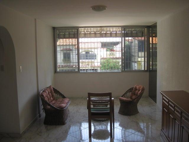 Apartamento En Venta En Maracay - Calicanto Código FLEX: 18-6811 No.3