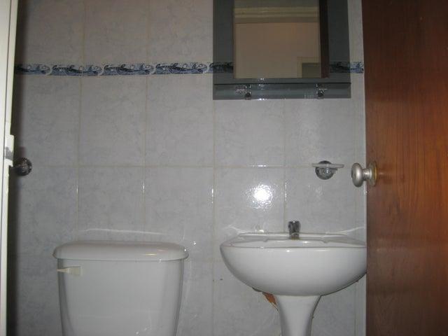 Apartamento En Venta En Maracay - Calicanto Código FLEX: 18-6811 No.17