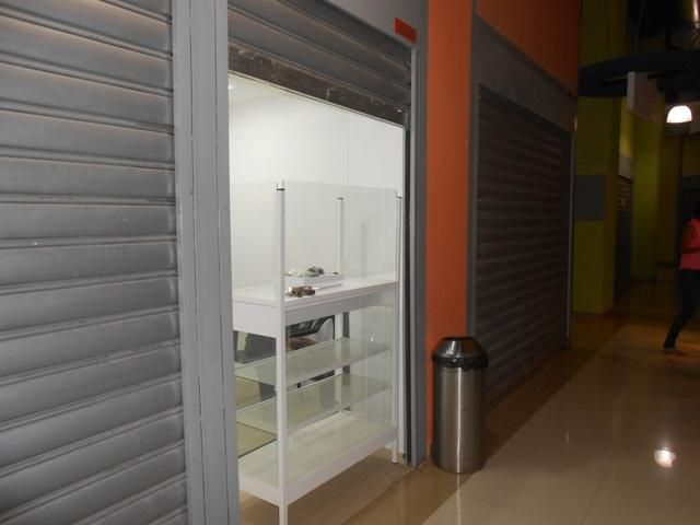 Local Comercial En Venta En Maracay - Zona Centro Código FLEX: 18-6823 No.0