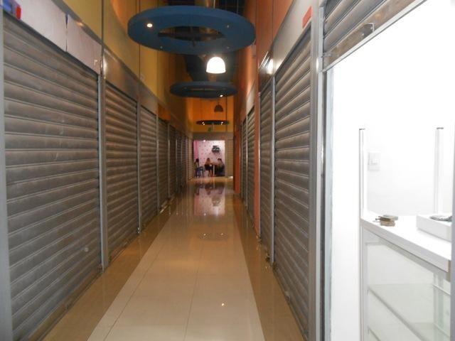 Local Comercial En Venta En Maracay - Zona Centro Código FLEX: 18-6823 No.1