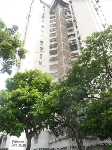 Apartamento En Venta En Maracay - Urbanizacion El Centro Código FLEX: 18-7063 No.0
