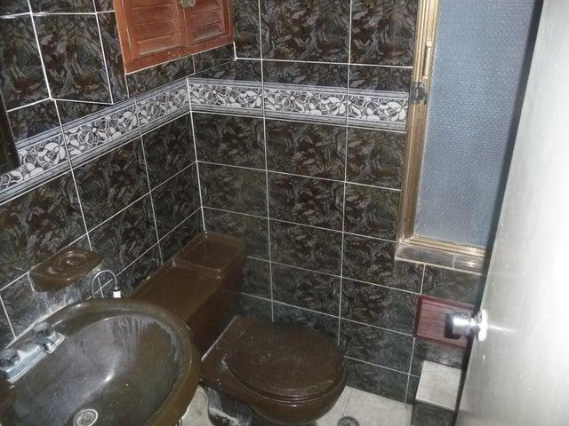 Apartamento En Venta En Maracay - Urbanizacion El Centro Código FLEX: 18-7063 No.12