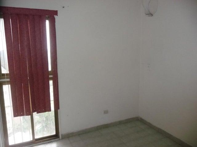 Apartamento En Venta En Maracay - Urbanizacion El Centro Código FLEX: 18-7063 No.13