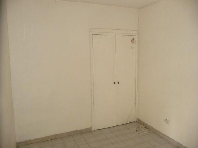 Apartamento En Venta En Maracay - Urbanizacion El Centro Código FLEX: 18-7063 No.15
