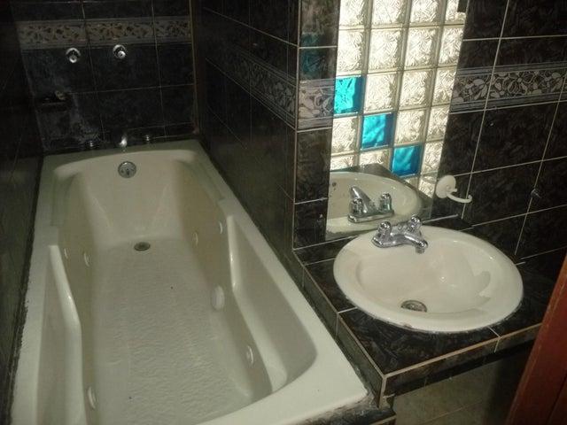 Apartamento En Venta En Maracay - Urbanizacion El Centro Código FLEX: 18-7063 No.16