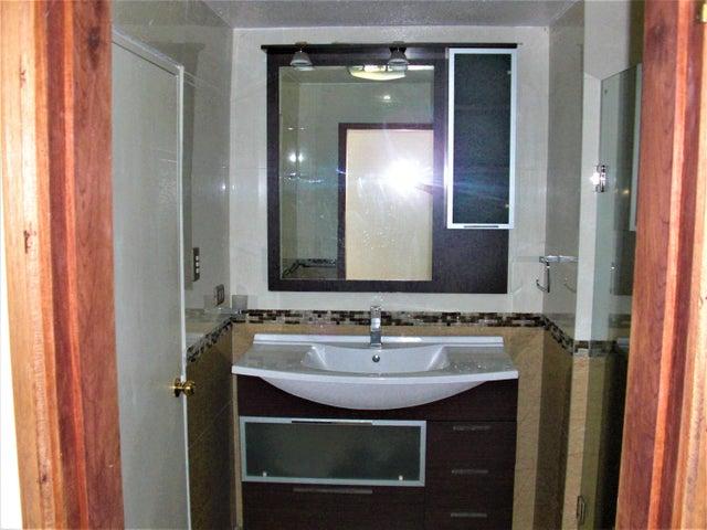 Apartamento En Venta En Caracas - Sabana Grande Código FLEX: 18-7173 No.9