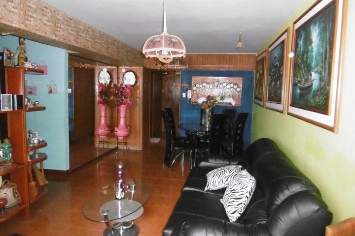 Apartamento En Venta En Maracay - Zona Centro Código FLEX: 17-9215 No.6