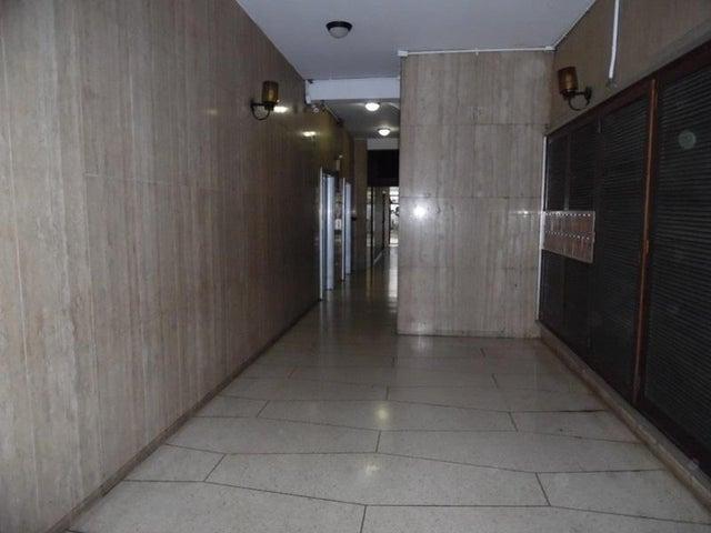 Apartamento En Venta En Caracas - Los Palos Grandes Código FLEX: 18-7840 No.1