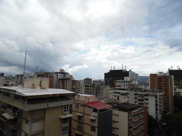 Apartamento En Venta En Caracas - Los Palos Grandes Código FLEX: 18-7840 No.11