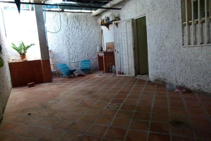 Casa En Venta En Maracay En La Morita - Código: 18-7792