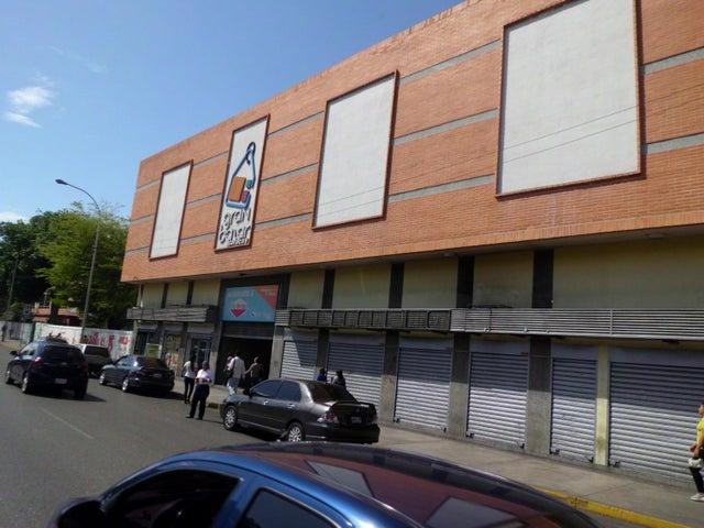 Local Comercial En Venta En Maracay En Avenida Bolivar - Código: 18-9327