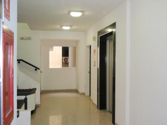 Apartamento En Venta En Maracay - El Centro Código FLEX: 18-9482 No.1