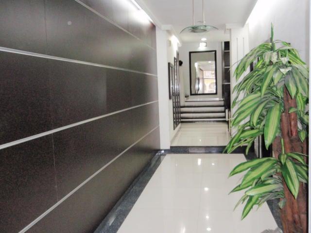 Apartamento En Venta En Maracay - El Centro Código FLEX: 18-9482 No.2