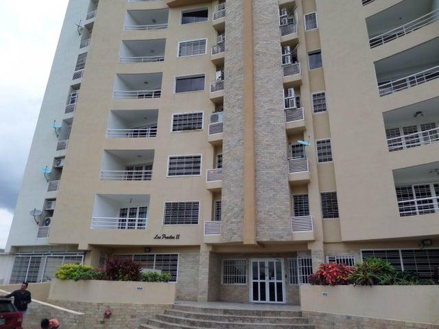 Apartamento En Venta En Maracay - Los Chaguaramos Código FLEX: 18-10655 No.0