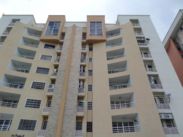 Apartamento En Venta En Maracay - Los Chaguaramos Código FLEX: 18-10655 No.1