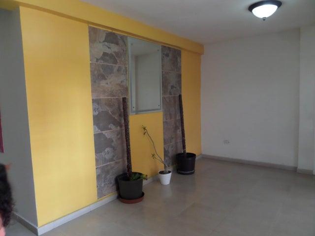 Apartamento En Venta En Maracay - Los Chaguaramos Código FLEX: 18-10655 No.2