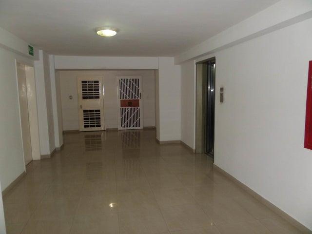 Apartamento En Venta En Maracay - Los Chaguaramos Código FLEX: 18-10655 No.3