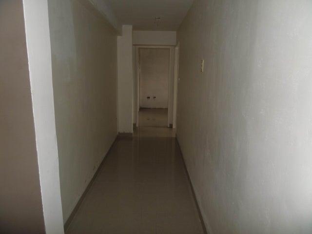 Apartamento En Venta En Maracay - Los Chaguaramos Código FLEX: 18-10655 No.13
