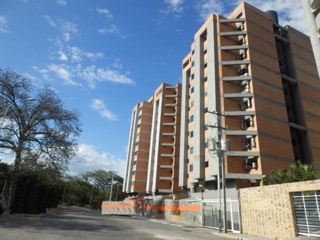Apartamento En Venta En Maracay - San Jacinto Código FLEX: 18-10678 No.2