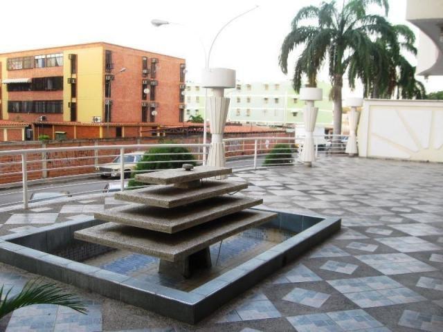 Apartamento En Venta En Maracay - Los Chaguaramos Código FLEX: 18-10681 No.2