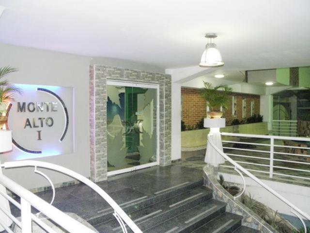 Apartamento En Venta En Maracay - Los Chaguaramos Código FLEX: 18-10681 No.3