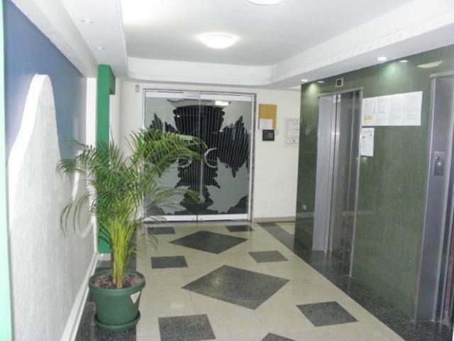 Apartamento En Venta En Maracay - Los Chaguaramos Código FLEX: 18-10681 No.4