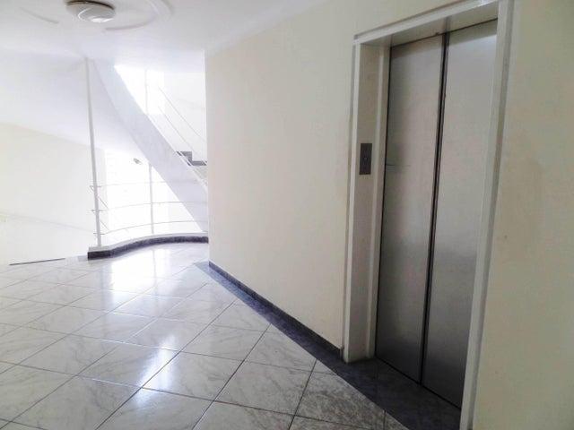 Apartamento En Venta En Maracay - Los Chaguaramos Código FLEX: 18-10681 No.5