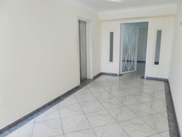 Apartamento En Venta En Maracay - Los Chaguaramos Código FLEX: 18-10681 No.6