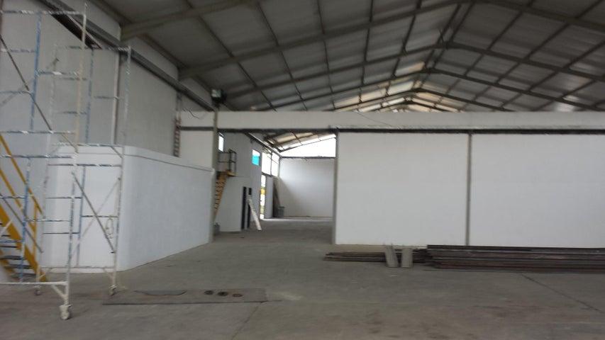 Industrial En Venta En Santa Cruz de Aragua - Zona Industrial San Crispin Código FLEX: 18-10698 No.12