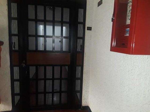Apartamento En Venta En Caracas - Cumbres de Curumo Código FLEX: 18-10743 No.1