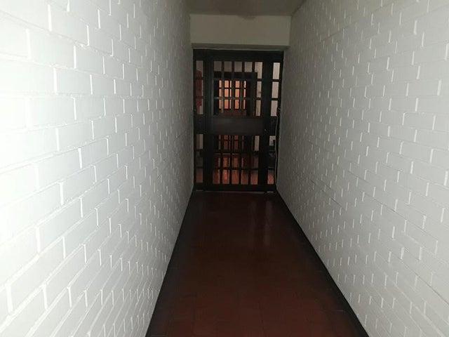 Apartamento En Venta En Caracas - Cumbres de Curumo Código FLEX: 18-10743 No.2