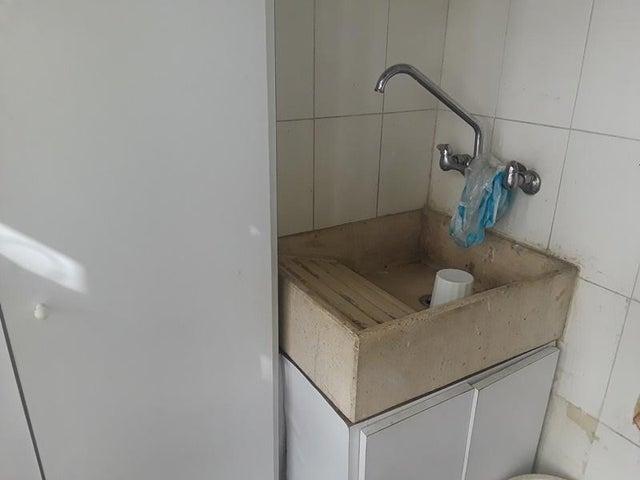 Apartamento En Venta En Caracas - Cumbres de Curumo Código FLEX: 18-10743 No.17