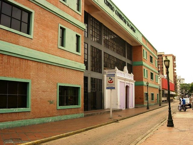 Local Comercial En Venta En Maracay - Avenida 19 de Abril Código FLEX: 18-11079 No.0