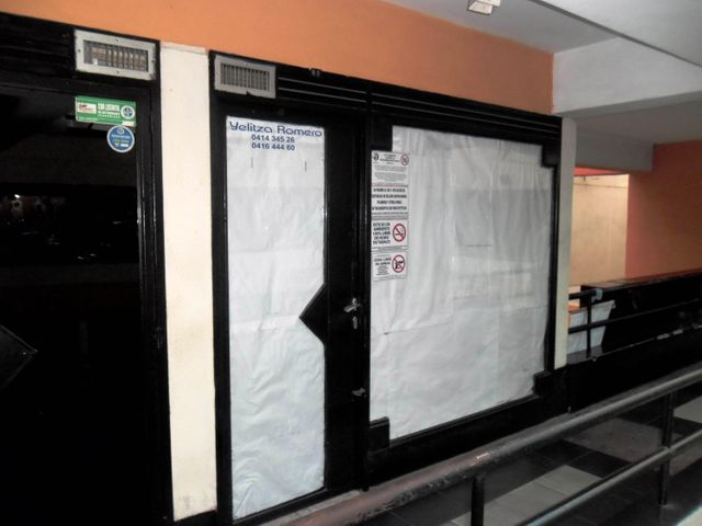 Local Comercial En Venta En Maracay - Avenida 19 de Abril Código FLEX: 18-11079 No.1