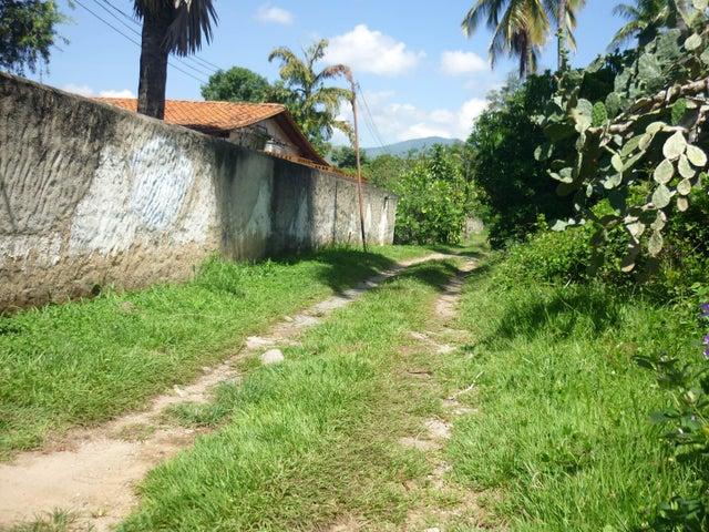Terreno En Venta En Maracay - El Limon Código FLEX: 18-11696 No.2