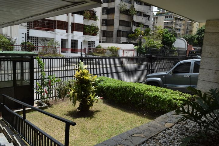 Apartamento En Venta En Caracas - Los Palos Grandes Código FLEX: 18-7361 No.4