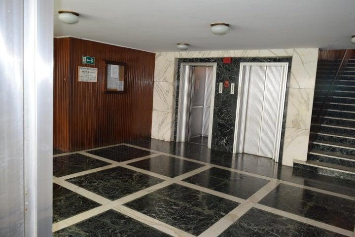 Apartamento En Venta En Caracas - Los Palos Grandes Código FLEX: 18-7361 No.5