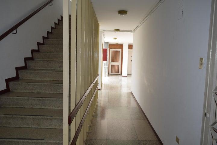 Apartamento En Venta En Caracas - Los Palos Grandes Código FLEX: 18-7361 No.7