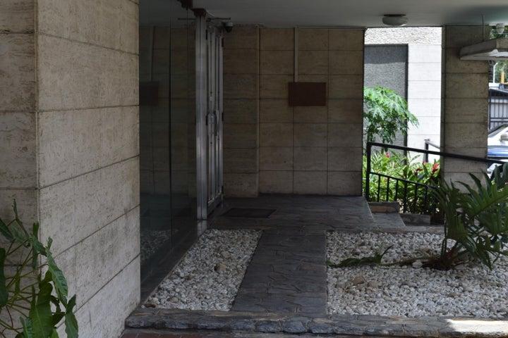 Apartamento En Venta En Caracas - Los Palos Grandes Código FLEX: 18-7361 No.2