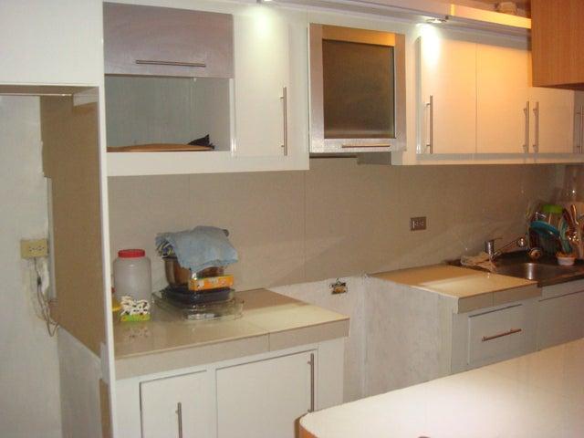 Apartamento En Venta En Maracay - Zona Centro Código FLEX: 18-12622 No.2