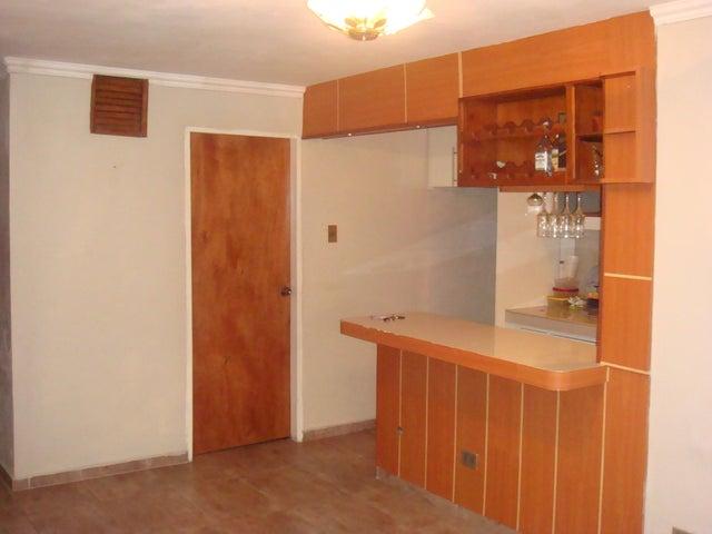 Apartamento En Venta En Maracay - Zona Centro Código FLEX: 18-12622 No.3