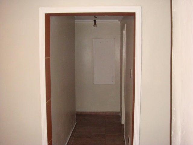 Apartamento En Venta En Maracay - Zona Centro Código FLEX: 18-12622 No.4