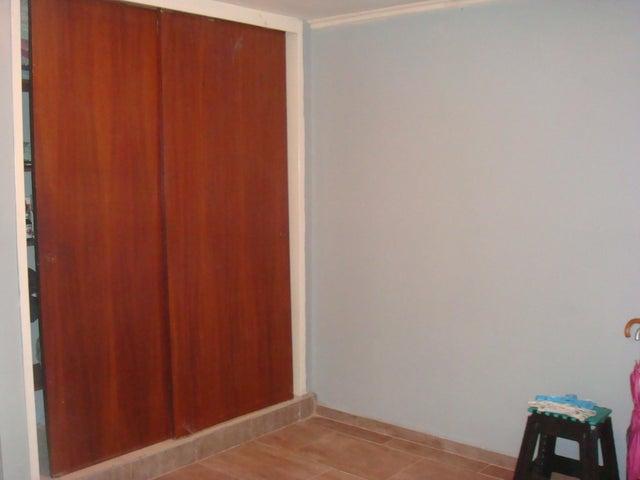 Apartamento En Venta En Maracay - Zona Centro Código FLEX: 18-12622 No.6
