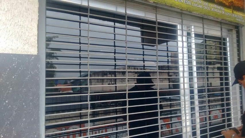 Local Comercial En Alquiler En Turmero - Zona Centro Código FLEX: 18-12907 No.4