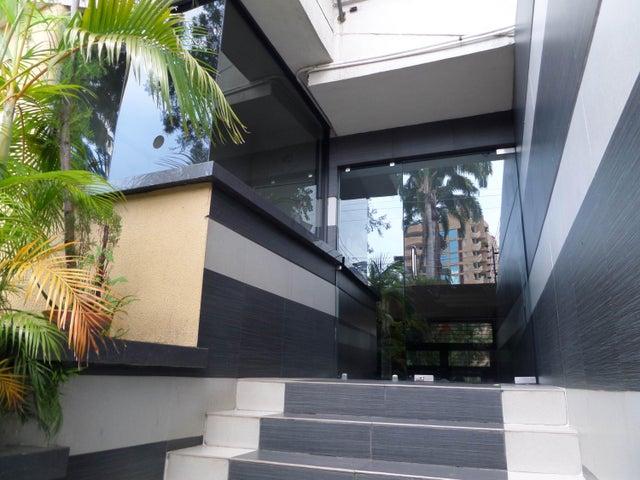 Apartamento En Venta En Maracay - La Soledad Código FLEX: 18-12975 No.1