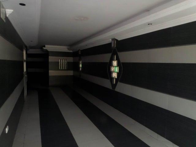 Apartamento En Venta En Maracay - La Soledad Código FLEX: 18-12975 No.2