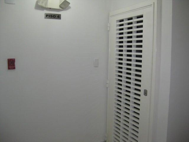 Apartamento En Venta En Maracay - San Isidro Código FLEX: 18-13231 No.2