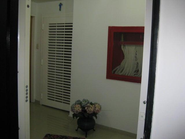 Apartamento En Venta En Maracay - San Isidro Código FLEX: 18-13231 No.17